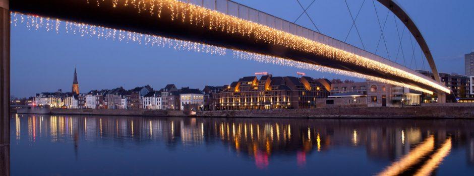 brug-maastricht-kerst